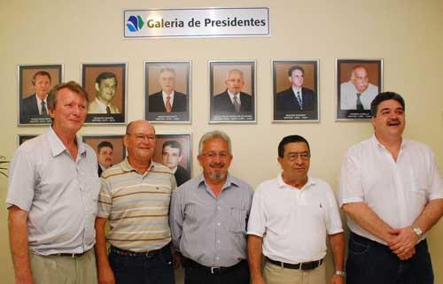 Ex-presidentes do Sindhotéis presentes no evento - Pedro Roth, Osvaldo Damião, Julio Cesar Gomes de Oliveira, Esoani Portes e Carlos Tavares