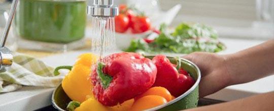lavar comida torneira